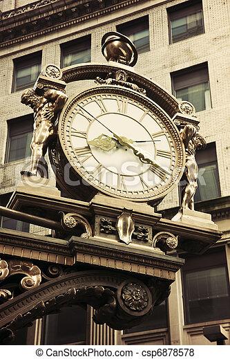 Un viejo reloj en el centro de Pittsburgh - csp6878578