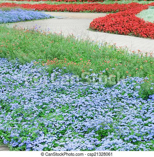 Camas de flores y caminos - csp21328061