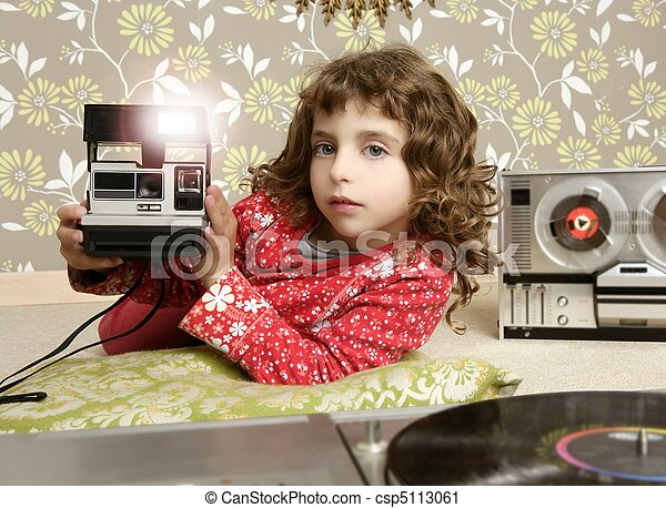 camera retro photo little girl in vintage room - csp5113061