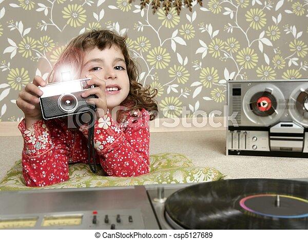camera retro photo little girl in vintage room - csp5127689