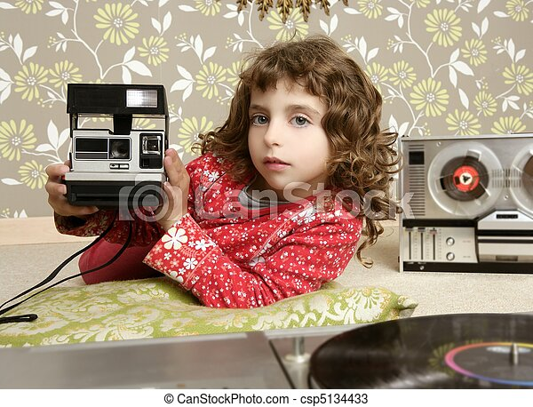 camera retro photo little girl in vintage room - csp5134433