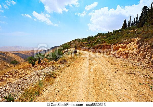 Ruta de tierra - csp6630313