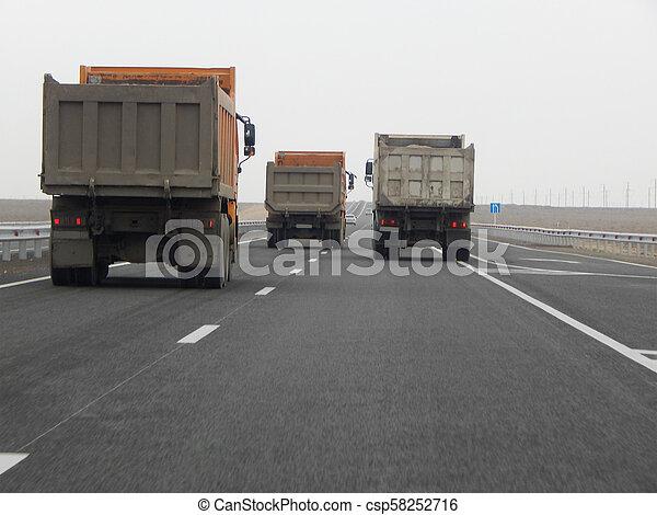 camions décharge, road. - csp58252716