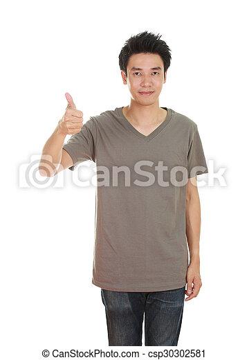 Hombre con camiseta en blanco con pulgares arriba - csp30302581