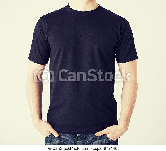 Hombre con camiseta en blanco - csp24977148