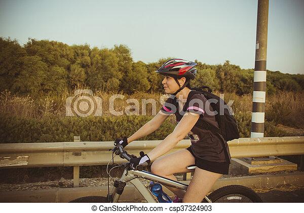 campagne, équitation, femme, vélo - csp37324903
