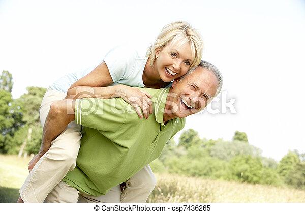 campagne, amusement, couple, avoir, mûrir - csp7436265