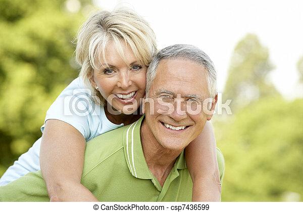 campagne, amusement, couple, avoir, mûrir - csp7436599