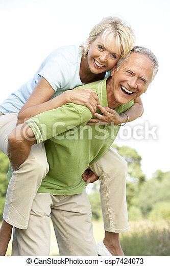campagne, amusement, couple, avoir, mûrir - csp7424073