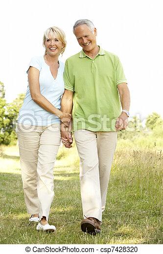 campagne, marche couples, mûrir - csp7428320