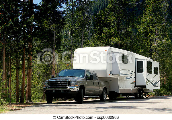 camper trailer in yellowstone - csp0080986