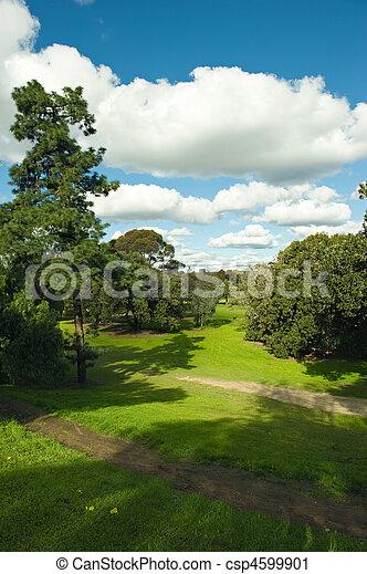Hermoso campo de golf - csp4599901