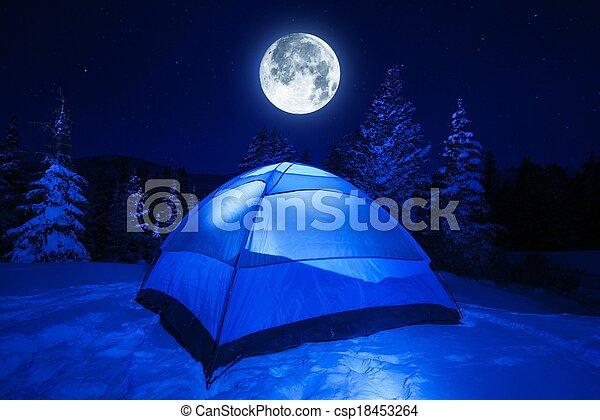 Campamento de invierno - csp18453264