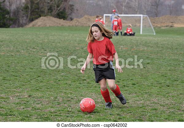 Campo Menina Futebol 5 Bola Perseguindo Baixo Campo Menina Futebol Canstock