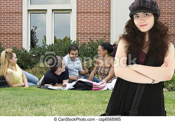 Attradtive Studentin auf dem Campus - csp6568985