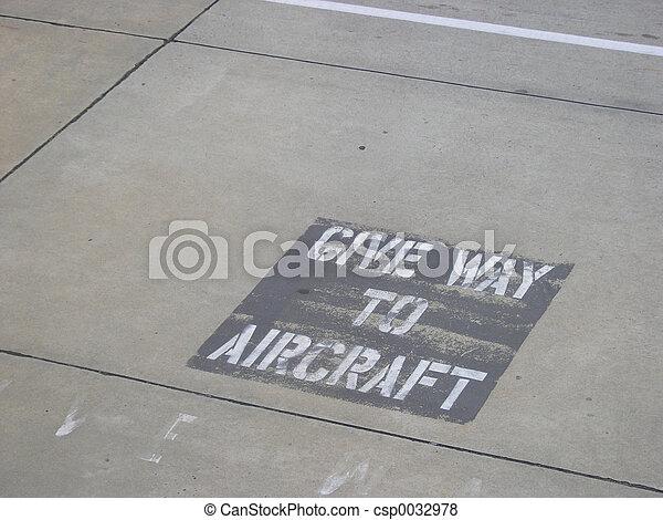Give Way Sign - csp0032978