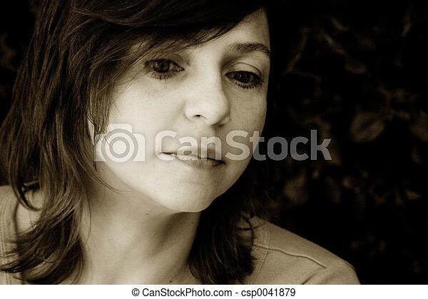 女, 悲しい - csp0041879