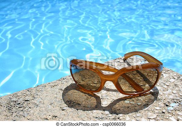 Stock de imagenes de gafas de sol piscina gafas de sol for Gafas para piscina