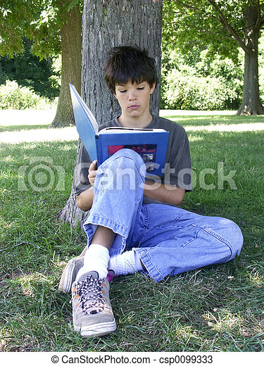 boy reading - csp0099333