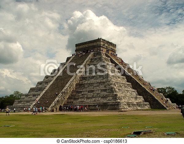 Pyramid in Chichen Itza - csp0186613