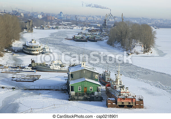 frozen river Volga and Samara city in Russia in winter - csp0218901