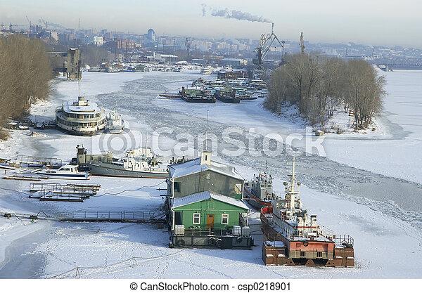 frozen river Volga and Samara city in Russia in winter - csp0218901