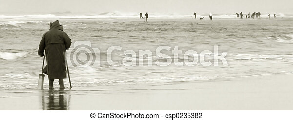 Razor Clam Diggers, Oregon Coast - csp0235382