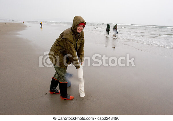 Razor Clam Diggers, Oregon Coast - csp0243490