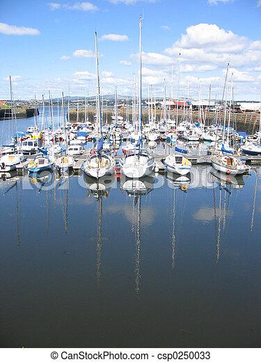 Tayport harbour - csp0250033