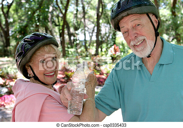 Senior Couple Refreshment - csp0335433