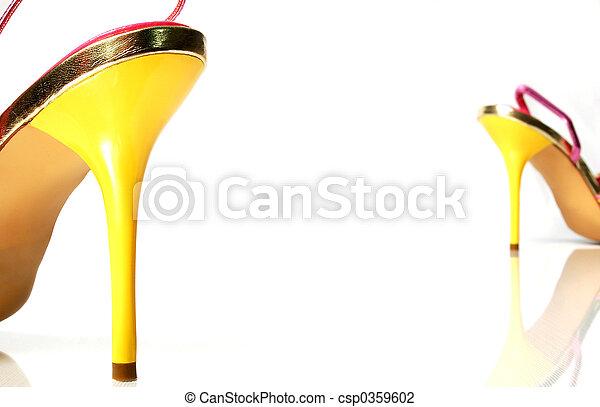 Heels separated - csp0359602