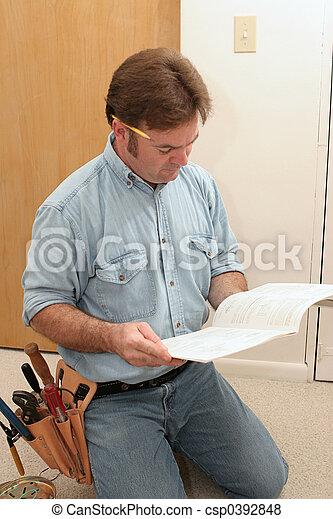 Images de lectricien lit manuel une lectricien lecture les csp0392848 recherchez - Lit escamotable plafond manuel ...