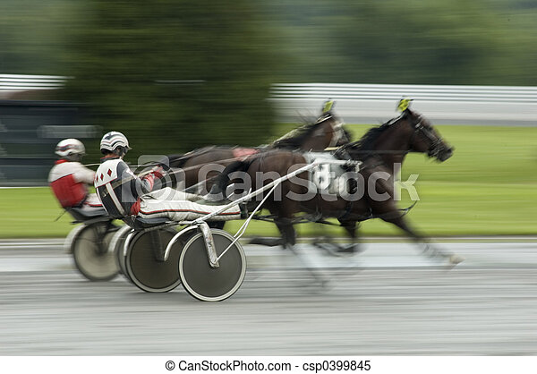 harness race close call - csp0399845