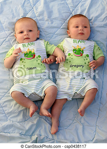 Plaatje van baby jongens tweeling twee baby jongens tweeling csp0438117 zoek naar - Foto baby jongen ...