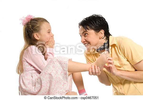 くすぐり - csp0467051 娘, お母さん, 遊び, くすぐり, フィートお気に入りに追