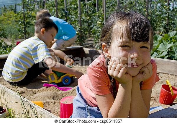 Kinder, spielende - csp0511357