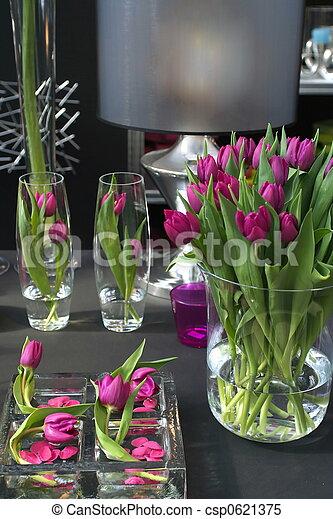 stock bilder von inneneinrichtung tulpen tulpen in inneneinrichtung in csp0621375. Black Bedroom Furniture Sets. Home Design Ideas