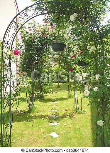 Stock de fotos de arco jard n francia flores rosas - Arcos de jardin ...