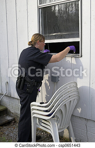 Police dusting for prints - csp0651443