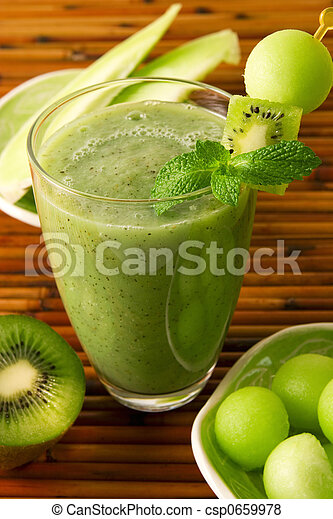 Kiwi honeydew smoothie - csp0659978