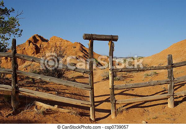 image de 1 portail ranch a cl ture bois et portail a csp0739057 recherchez des. Black Bedroom Furniture Sets. Home Design Ideas