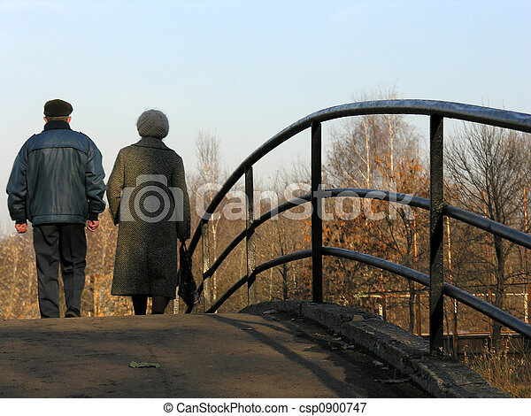 retirees on bridge - csp0900747