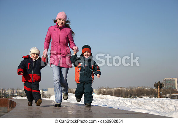 mother with children - csp0902854