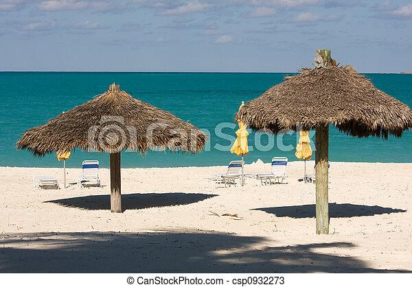 photos de couvert chaume nuances soleil canap s soleil sous csp0932273 recherchez des. Black Bedroom Furniture Sets. Home Design Ideas