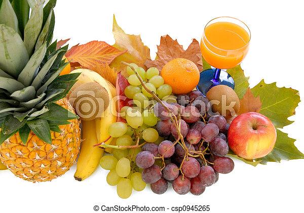 Fresh seasonal fruit - csp0945265