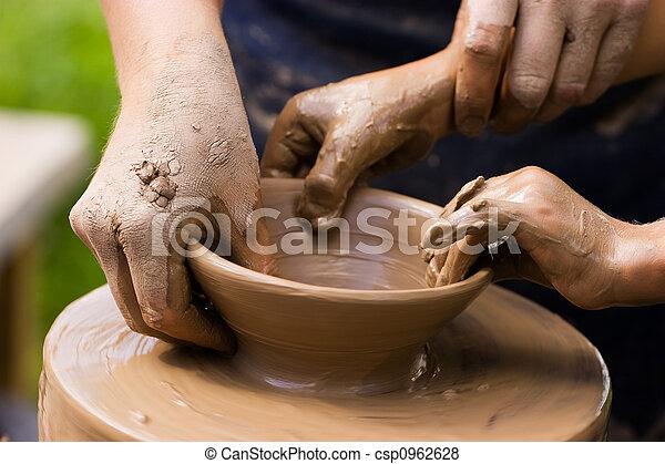 陶工, 子供, 手 - csp0962628