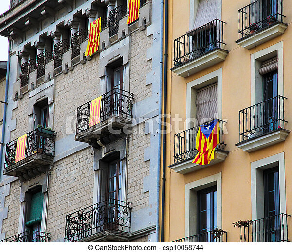Catalan flags at houses on the Plaza Mayor in Vic, Catalonia - csp10058744
