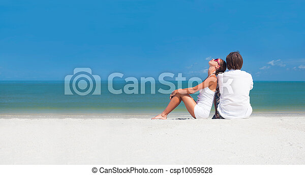 romantic lovers vacation on a tropical beach. honeymoon - csp10059528