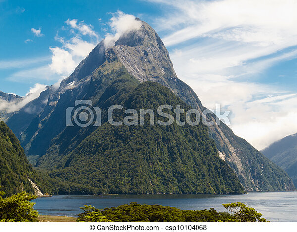 Milford Sound and Mitre Peak in Fjordland NP, NZ - csp10104068