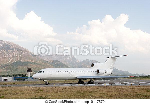 有关飞机, 机场跑道csp10117579的照片-搜索库存摄影